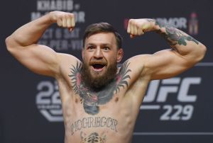 gettyimages 1050072364 Michigans Chase Winovich Calls Conor McGregor Big Brother