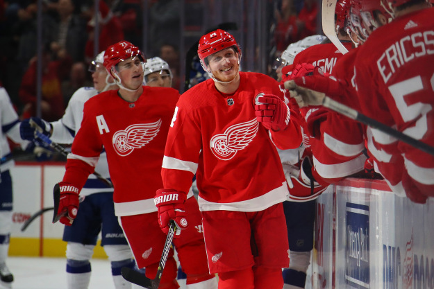 gettyimages 10774161181 Lightning Beat Red Wings 6 5 In Shootout