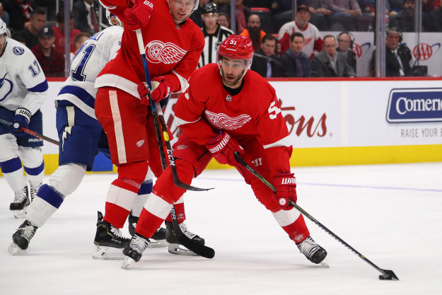 gettyimages 1077435746 Lightning Beat Red Wings 6 5 In Shootout