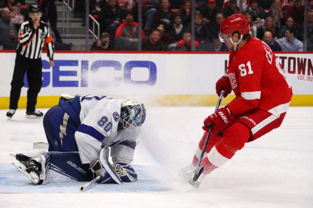 gettyimages 1077437062 Lightning Beat Red Wings 6 5 In Shootout