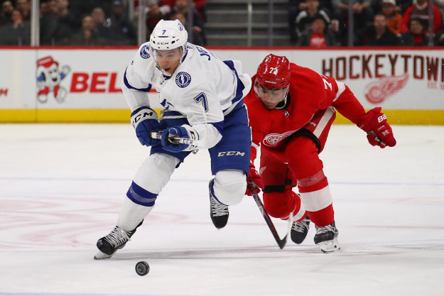 gettyimages 1077466996 Lightning Beat Red Wings 6 5 In Shootout