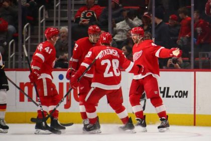 GettyImages 1089178320 e1546522371604 Flames hand Red Wings 6th straight loss