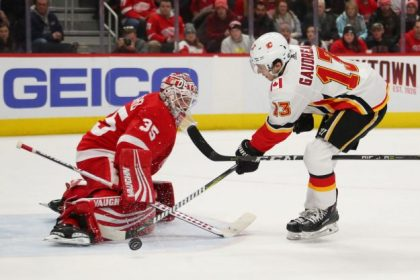 GettyImages 1089200518 e1546522331921 Flames hand Red Wings 6th straight loss
