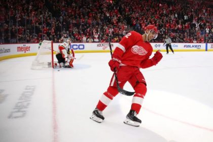 GettyImages 1089202518 e1546522511148 Flames hand Red Wings 6th straight loss