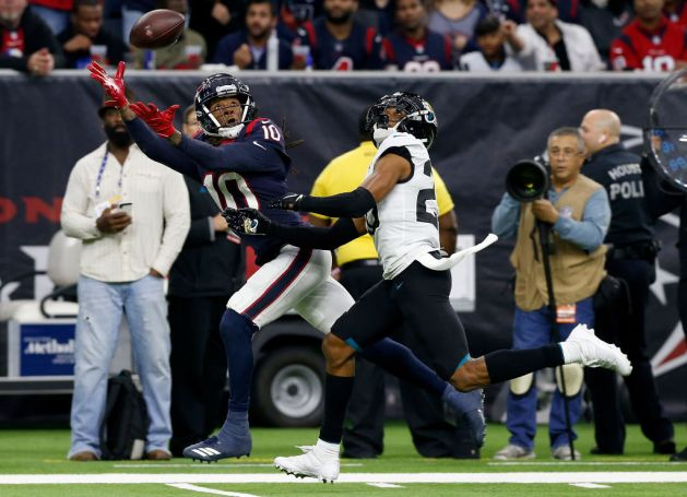 DeAndre Hopkins #10 of the Houston Texans makes a catch defended by Jalen Ramsey #20 of the Jacksonville Jaguars in the fourth quarter at NRG Stadium on December 30, 2018 in Houston, Texas.