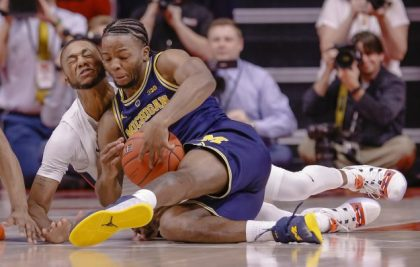 gettyimages 1080541464 e1547238590877 No. 2 Michigan Improve To 16 0 Beats Illinois 79 69