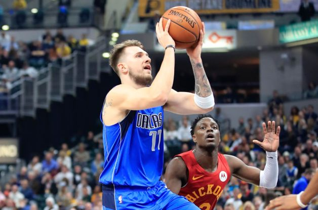 Luka Doncic #77 of the Dallas Mavericks shoots the ball against the Indiana Pacers at Bankers Life Fieldhouse on January 19, 2019 in Indianapolis, Indiana.